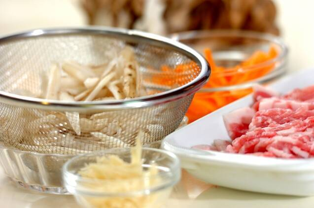 肉ゴボウとマイタケの混ぜご飯の作り方の手順1