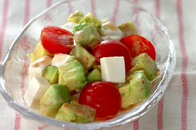 4. アボカドと豆腐のサラダ