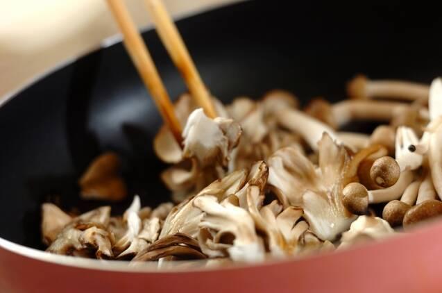 キノコと卵の炒め物の作り方の手順2