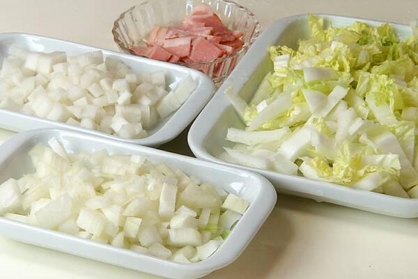 白菜のホワイトスープの作り方の手順1