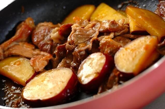 豚こま肉とサツマイモのママレード煮の作り方の手順3