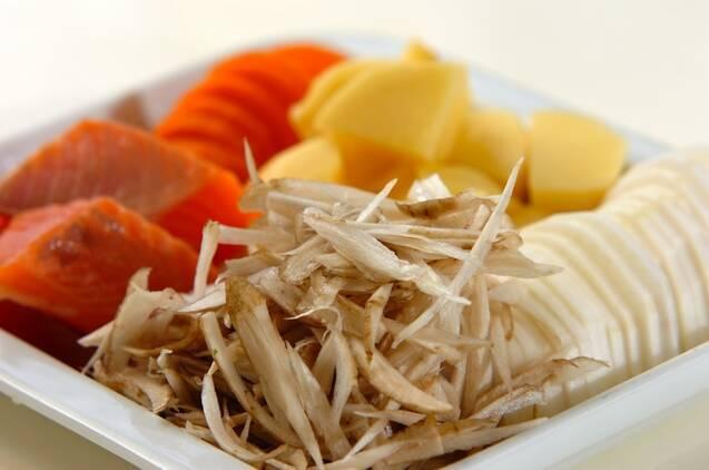 北海道の味!鮭と野菜の具だくさん石狩汁の作り方の手順1