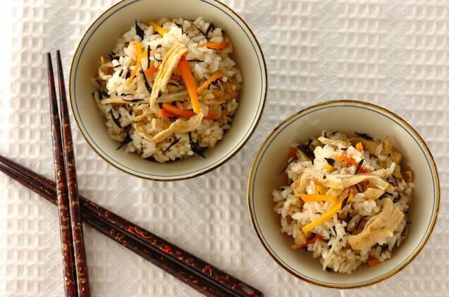 ヒジキと根菜の炊き込みご飯
