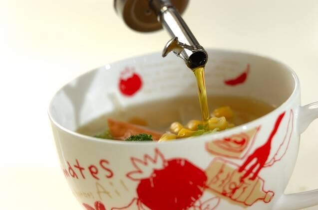 ソーセージとブロッコリーのコンソメスープの作り方の手順3