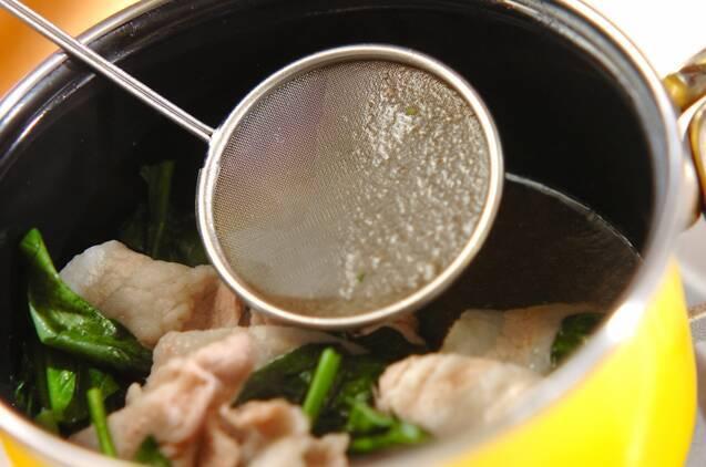豚とホウレン草のスープの作り方の手順4