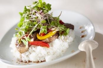 カフェ風野菜とカルビの丼