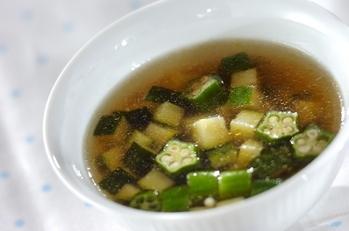 ズッキーニとオクラのスープ
