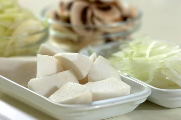 カブとカキのクリーム・シチューの作り方の手順1