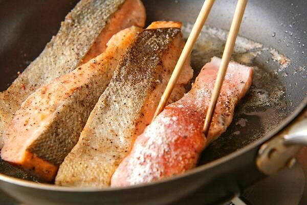 柑橘香る!秋鮭の和風ソテーの作り方の手順6