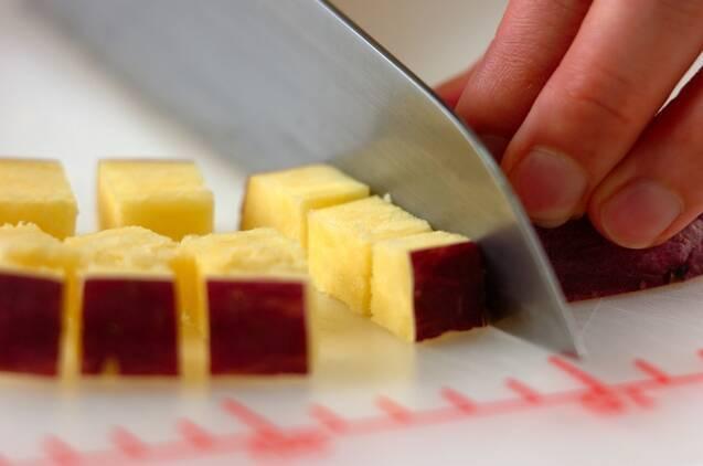 サツマイモとリンゴのデリ風サラダの作り方の手順1