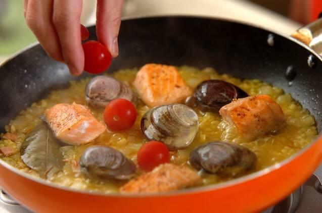 鮭とハマグリのフライパンパエリアの作り方の手順7