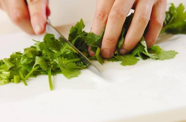 納豆と香菜の炒飯の作り方の手順1