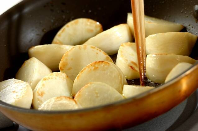 カブのアンチョビ炒めの作り方の手順3