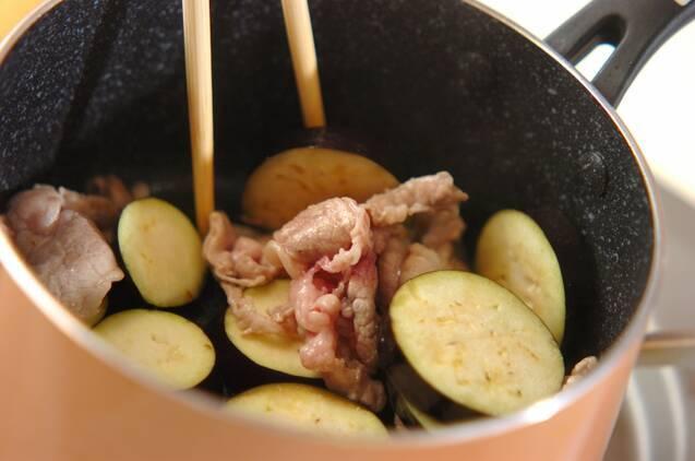 豚肉とナスのみそ汁の作り方の手順2