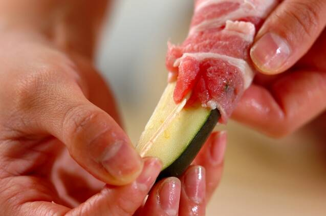 ズッキーニの豚肉巻きの作り方の手順2