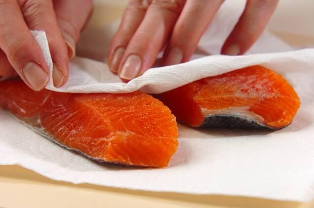 鮭のみそクリームグラタンの作り方の手順1