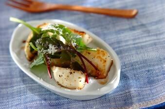 焼きカブとチーズのサラダ