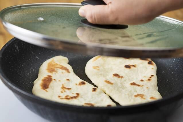 イーストなし。フライパンで焼くナンの作り方の手順6