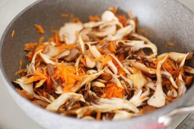 たらとまいたけのポン酢炒めの作り方の手順2