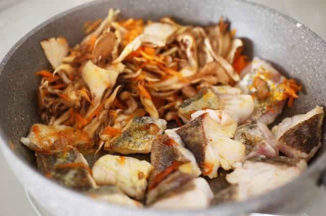 たらとまいたけのポン酢炒めの作り方の手順3
