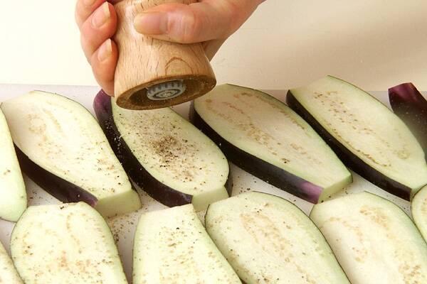 ナスとひき肉のグラタンの作り方の手順1