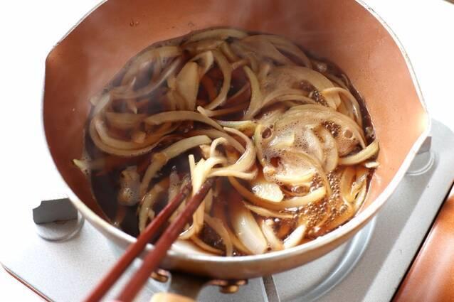 ボリューム満点!牛すき釜玉うどんの作り方の手順2