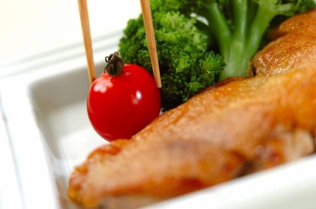 鶏肉のパリパリ焼き レモンバターソースの作り方の手順3