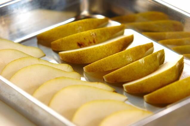 洋梨のバニラとブランデー風味の作り方の手順1
