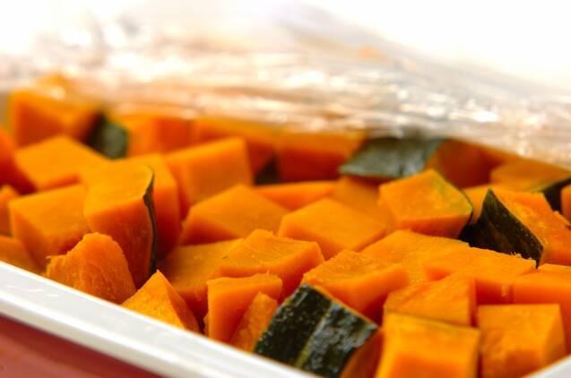 カボチャとソーセージのトマトチーズ焼きの作り方の手順1