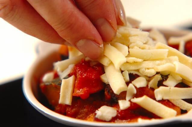 カボチャとソーセージのトマトチーズ焼きの作り方の手順4