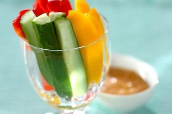 キュウリとパプリカの野菜スティック みそマヨディップ添え