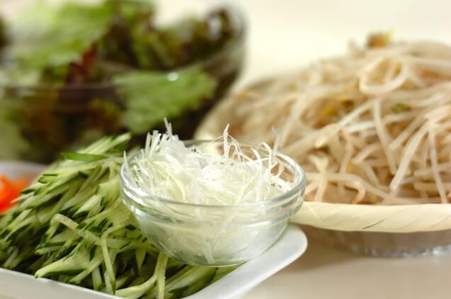 鶏チャーシューのごちそうサラダの作り方の手順1