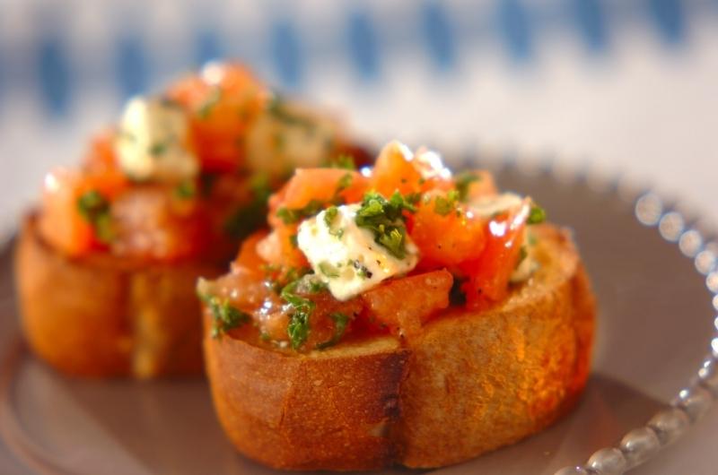 1.トマトとクリームチーズのカナッペ
