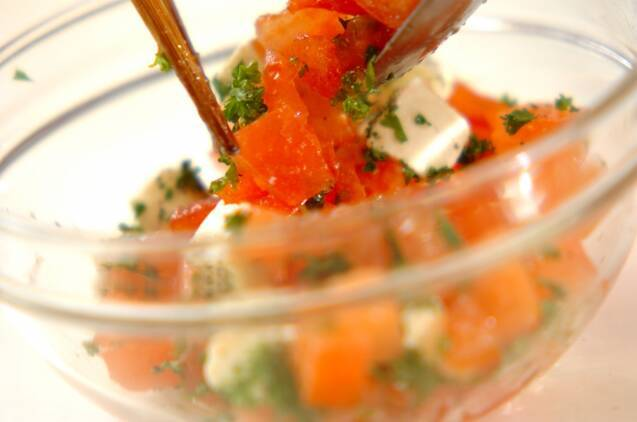 トマトとクリームチーズのカナッペの作り方の手順3