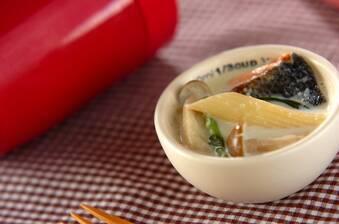 鮭とホウレン草のクリームスープパスタ