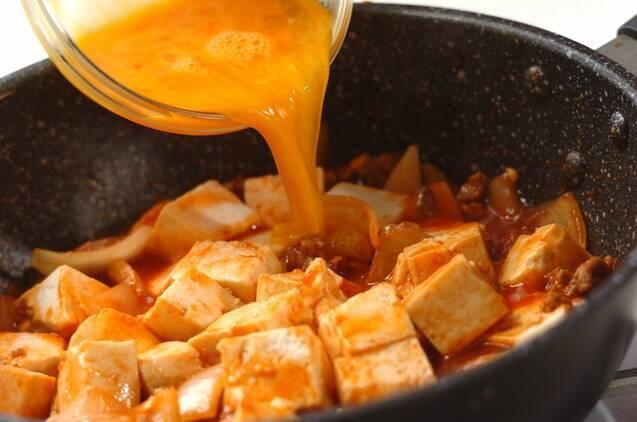 豚ひき肉と豆腐のチリソース、卵あえの作り方の手順4