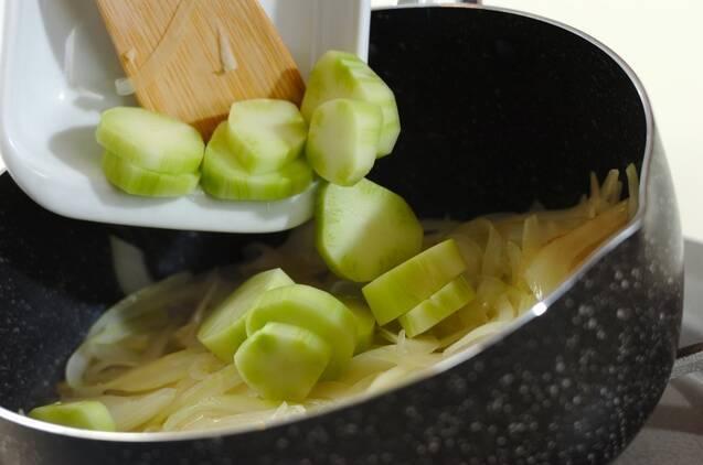 ブロッコリーの茎のポタージュの作り方の手順2