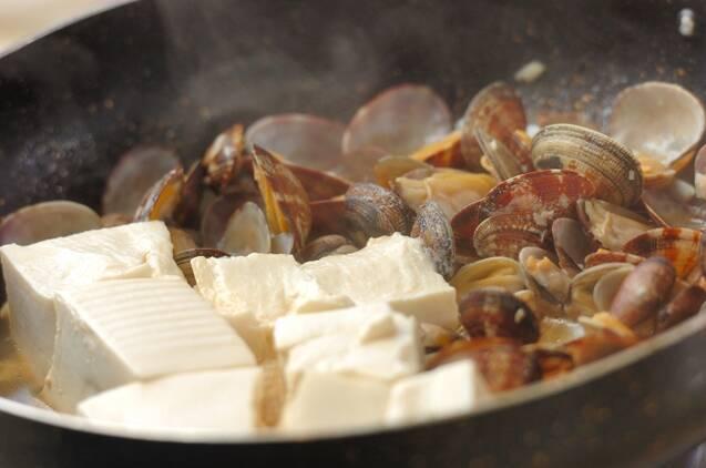 アサリと豆腐の蒸し煮の作り方の手順3