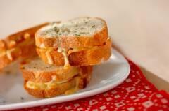 ベーコンチーズサンドトースト