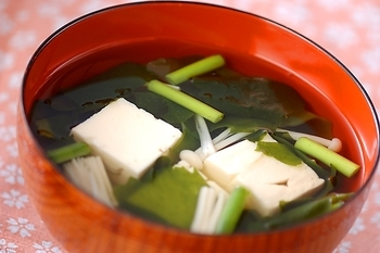 豆腐とワカメのすまし汁