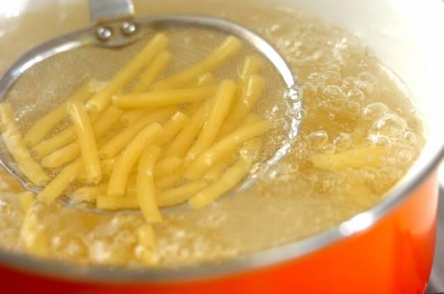 マカロニのチーズサラダの作り方の手順1