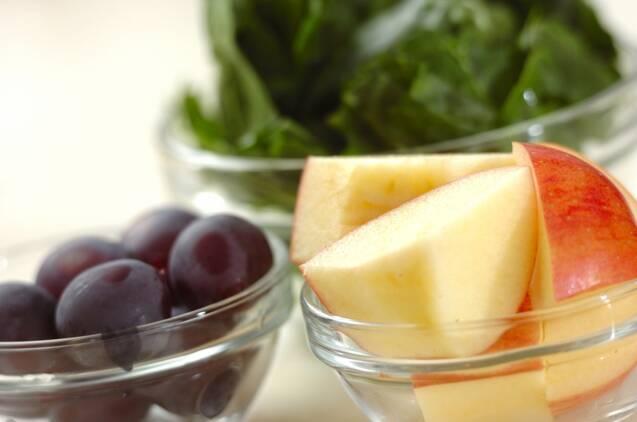 ホウレン草とリンゴスムージーの作り方の手順1