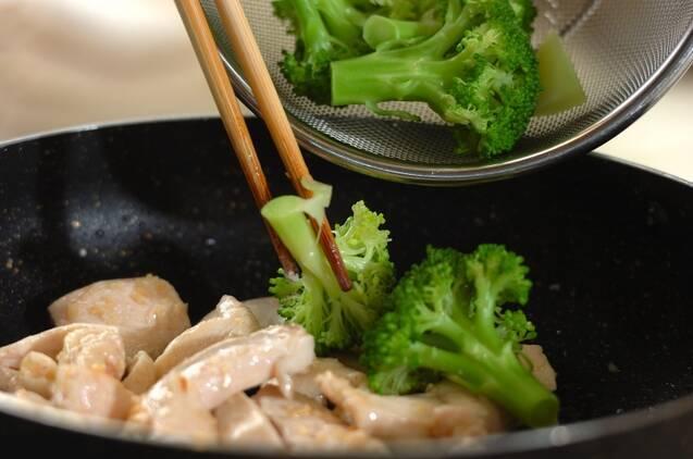 鶏とブロッコリーの炒め物の作り方の手順3