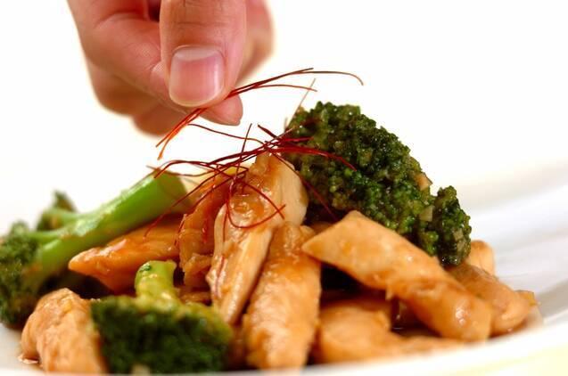 鶏とブロッコリーの炒め物の作り方の手順4