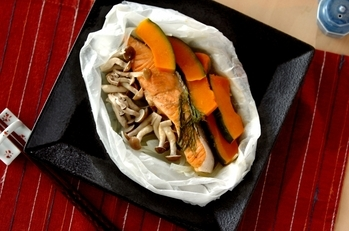 甘塩鮭の紙包み蒸し