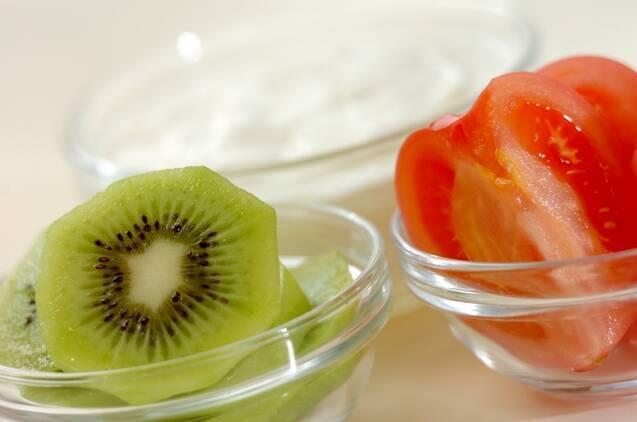トマトとキウイのヨーグルトスムージーの作り方の手順1