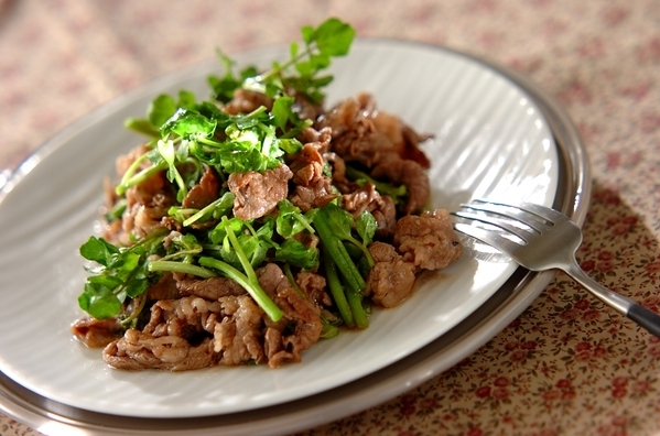 2. 牛肉とクレソンの黒コショウ炒め