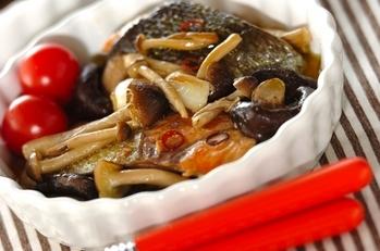 鮭とキノコのアヒージョ