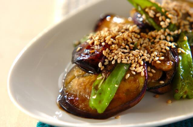 ご飯にあう簡単副菜!ナスとシシトウのオイスター炒め