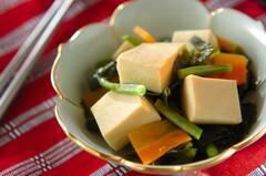 高野豆腐とワカメの炊き合わせ